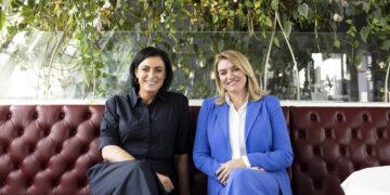 Österreichs Tourismusministerin Elisabeth Köstinger (links) und Kroatiens Tourismusministerin Nikolina Brnjac (rechts) verkündeten gemeinsam anlässlich eines Arbeitsgesprächs in Wien vom heutigen Tage die Nachricht, das schon ab dem 1. Juni die Quarantäne für österreichische Staatsbürger bei der Rückkehr aus Kroatien entfällt.
