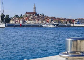Deutschland und Österreich heben Reisewarnung für Kroatien und Italien auf, beide Länder kein Risikogebiet mehr.