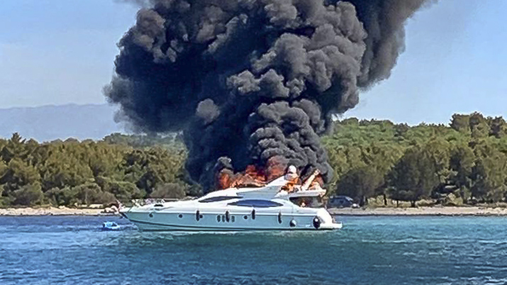 H.C. Strache on board a burning yacht (Azimut 68 Fly): The yacht burned down completely
