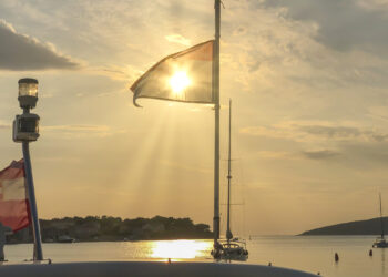 Positionslichter: Lichterführung auf Yachten – Welche Sichtzeichen müssen geführt werden?