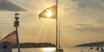 Position lights: Lights guidance on yachts - Which visual signals must be guided?