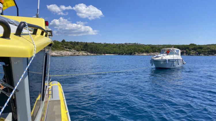 Notfall / Panne mit Boot / Yacht auf dem Wasser: Wie verhalte ich mich richtig an Bord?