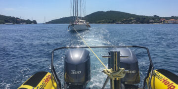 Emergency / Breakdown with sailboat on the water: How to behave properly on board?