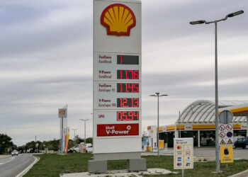 Fuel prices for gasoline and diesel in Croatia: Shell gas station in Medulin