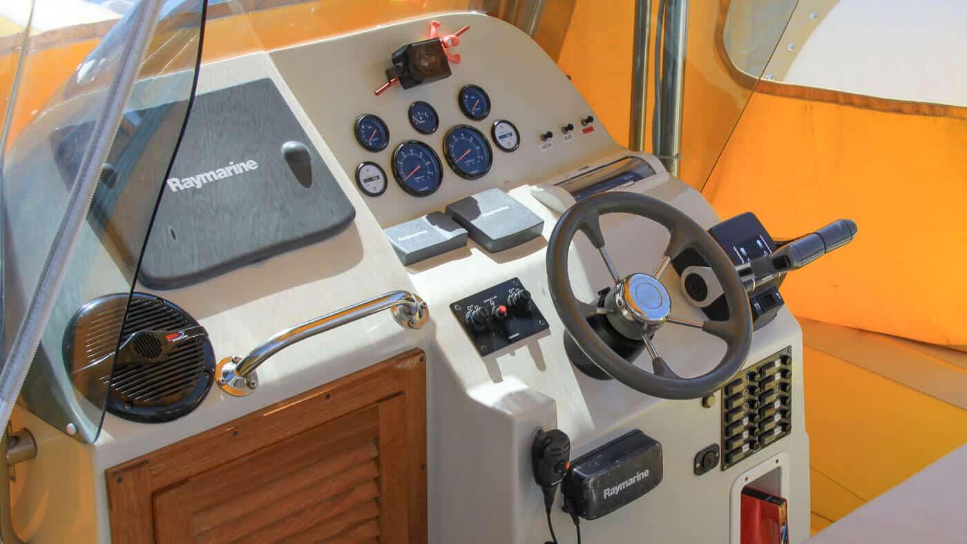 Steuerstand der SeaHelp Einsatzboote der ersten Generation